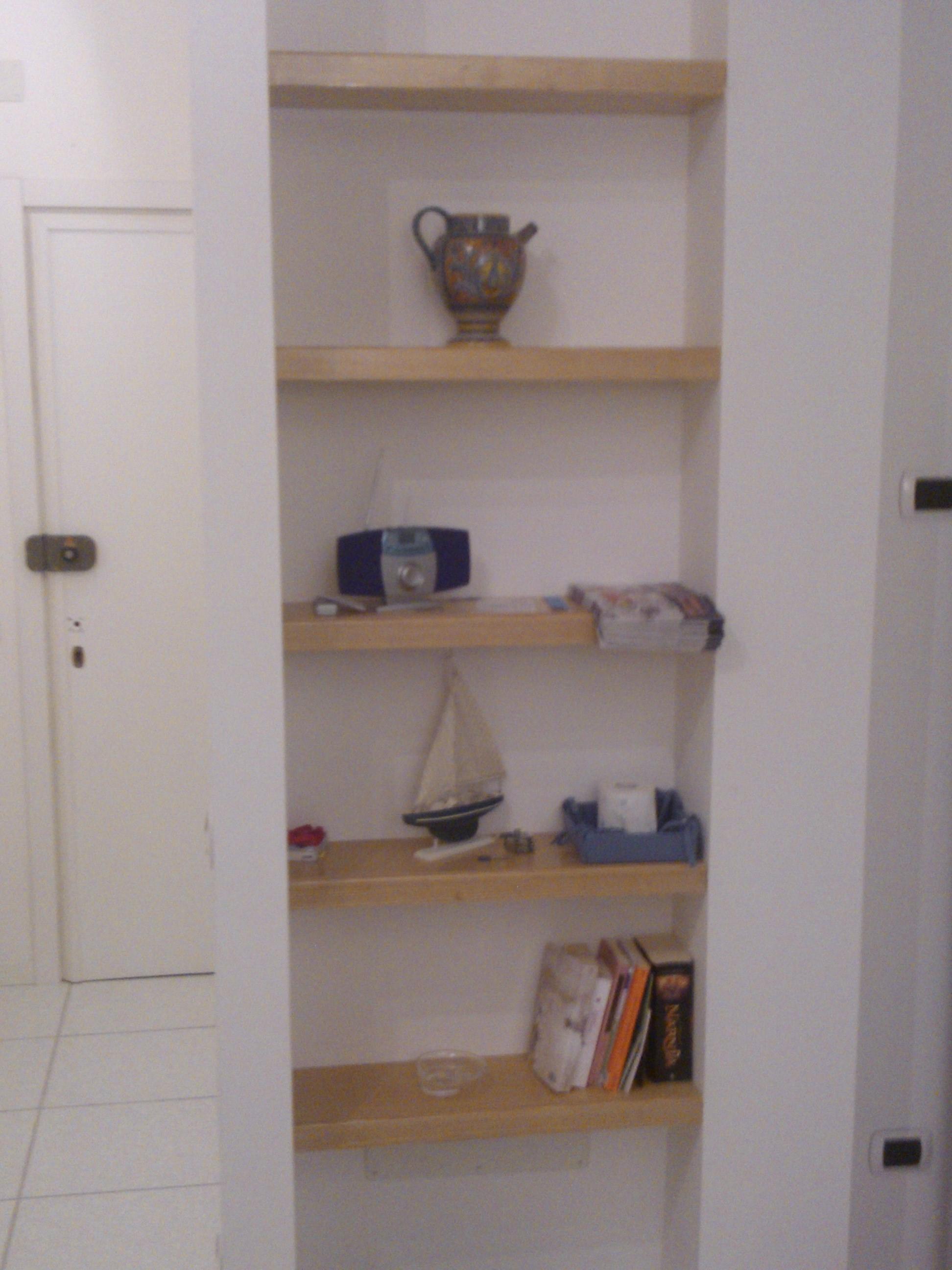 top cucina ceramica mensole a scomparsa su misura